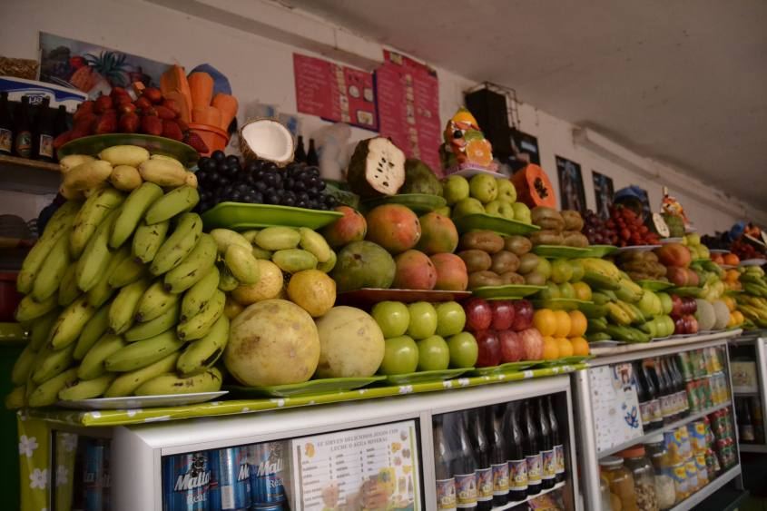 Frutta fresca per frullati al Mercato Centrale di Sucre in Bolivia
