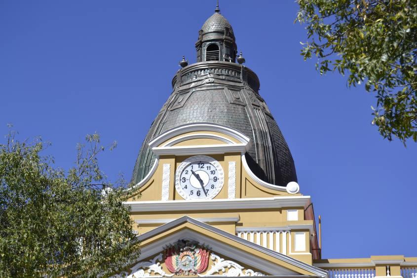 Orologio al contrario in Piazza Murillo a La Paz in Bolivia