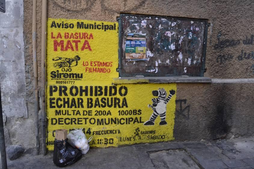 Cartello vietato gettare spazzatura a La Paz in Bolivia