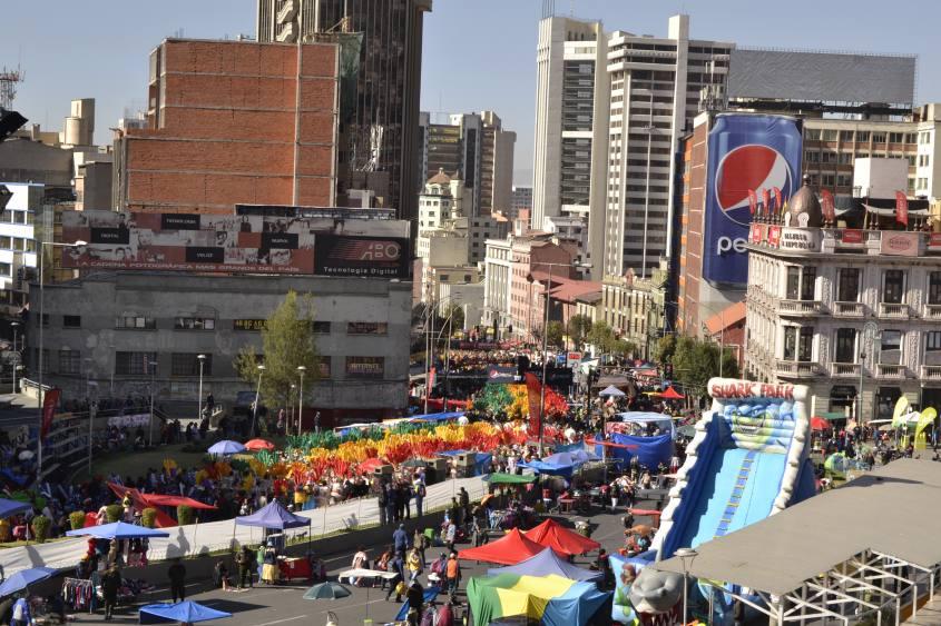 """Folla in strada per il patrono di La Paz """"El Gran Poder"""" in Bolivia"""
