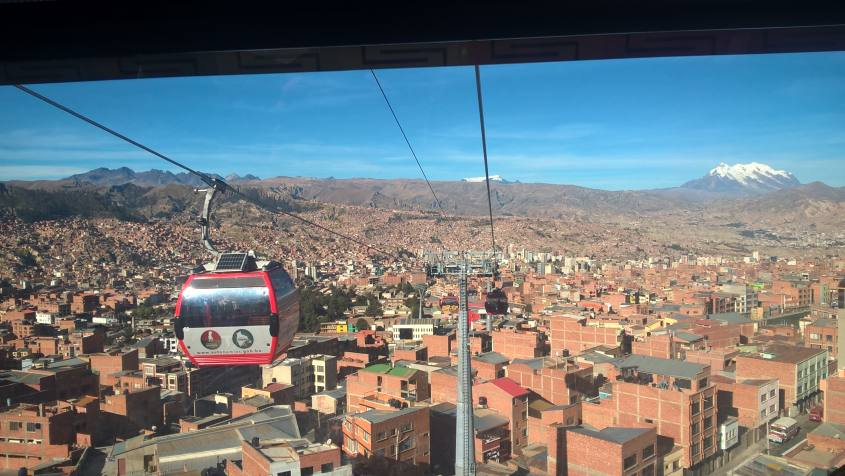 Vista panoramica dalla funicolare di La Paz dal mercato El Alto Bolivia