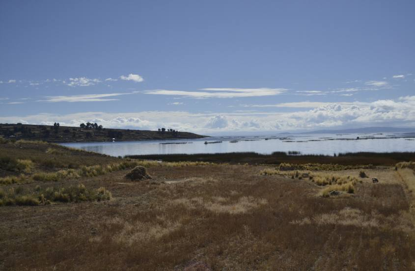 Vista del Lago Titicaca sulla strada da Copacabana a Puno