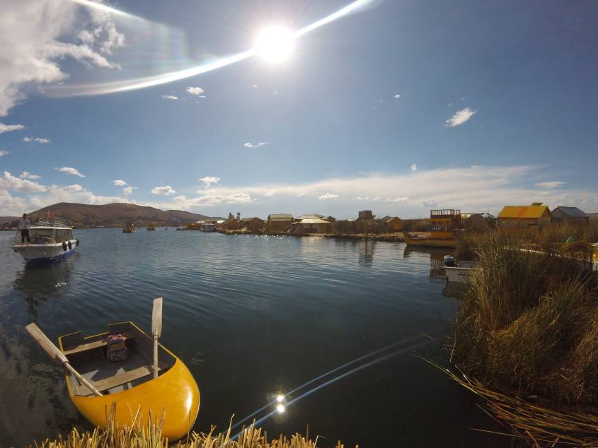 Panoramica delle Isole Galleggianti (Islas Flotantes) degli Uros in Perù