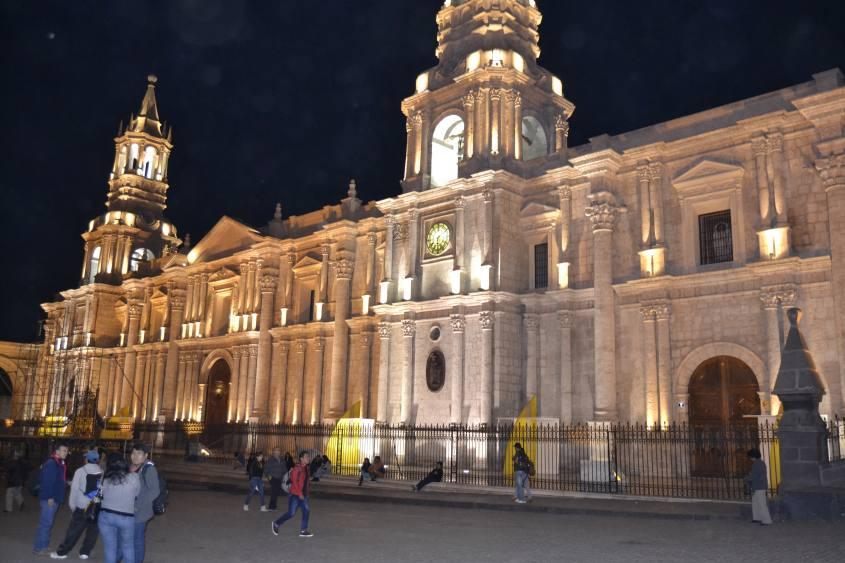 Cattedrale in Plaza de Armas ad Arequipa Perù di notte