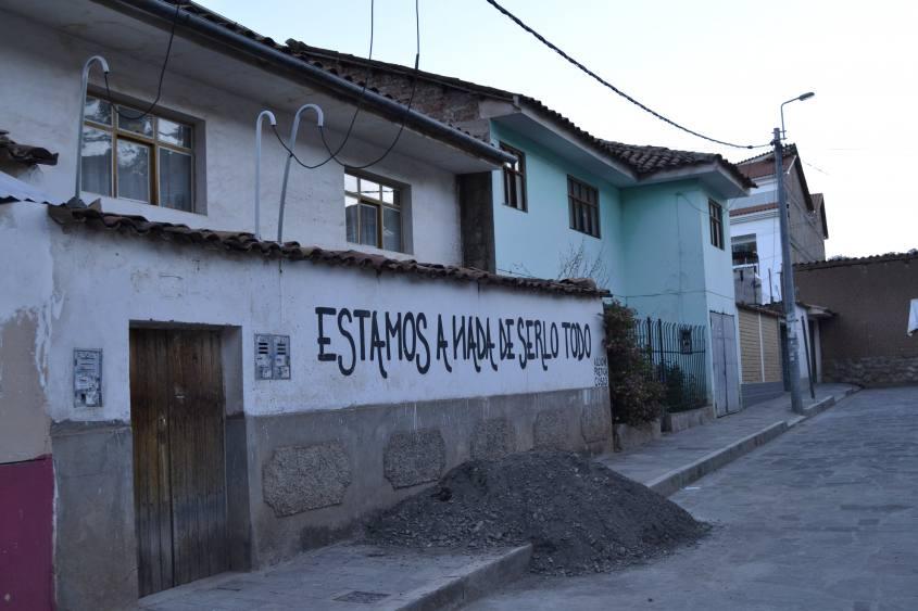 Bellissimo murales nei vicoli di Cusco in Perù