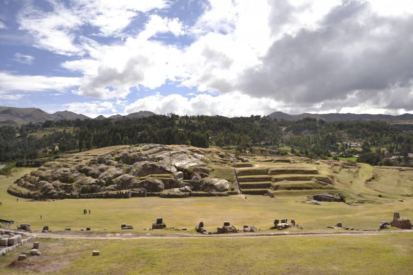 Collinetta per feste rituali peruviani all'interno del Sacsayhuaman a Cusco
