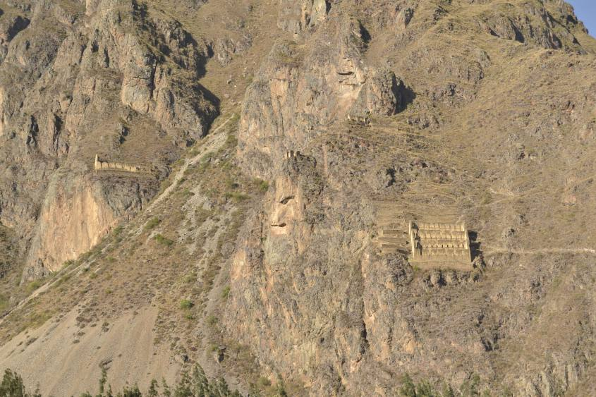Magazzino Inca costruito sulla montagna al di fuori del Parco Archeologico di Ollayntatambo