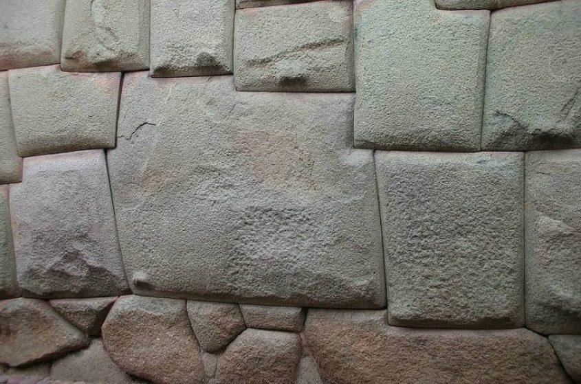 La celebre Pietra degli Inca dai 12 angoli a Cusco
