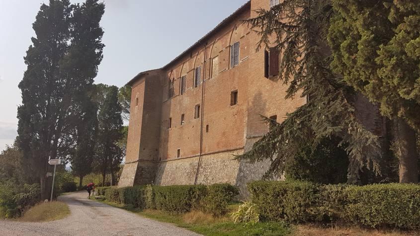 Castello di Tricerchi Via Francigena