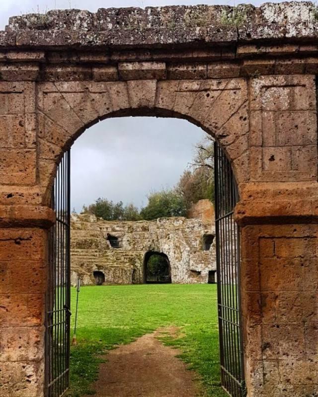 Anfìteatro Etrusco Via Francigena