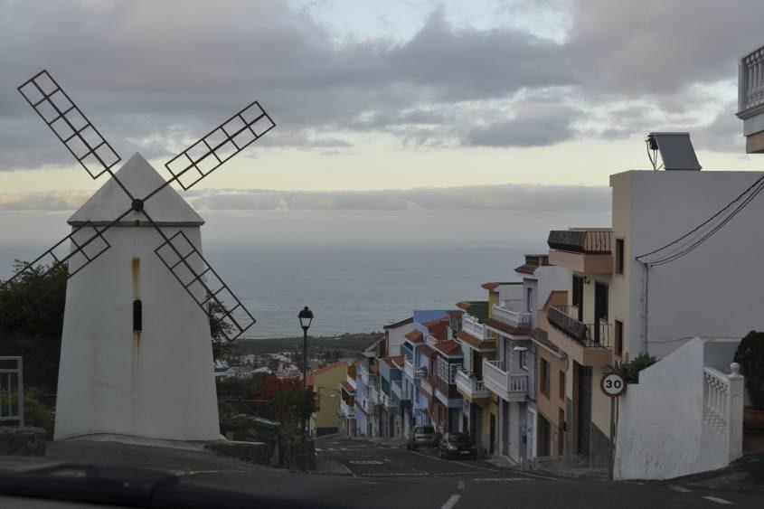 Mulino per strada a Tenerife