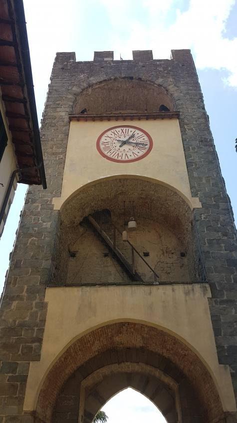 Torre dell'orolgio nel centro storico di Castelfranco di Sopra