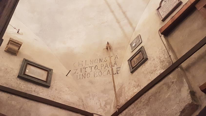 Scritta sui soffitti del Campanile della Cattedrale di San Pietro a Bologna