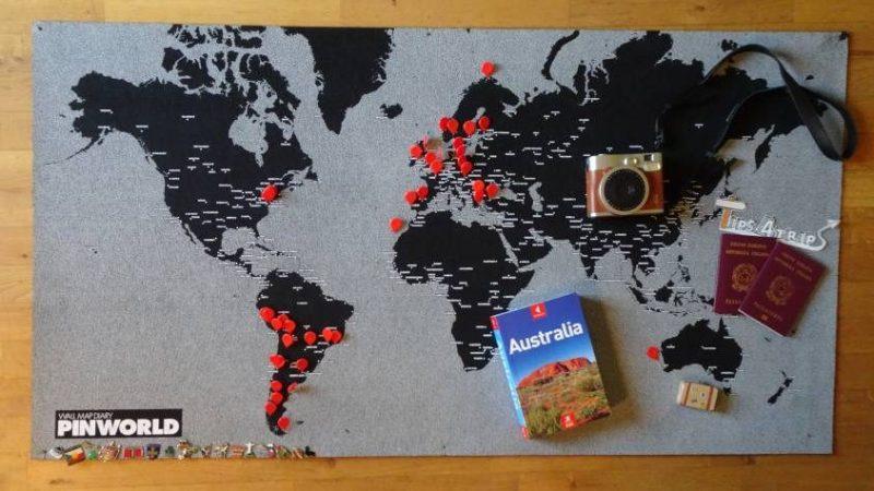 Partenza per l'Australia con il planisfero e le spille