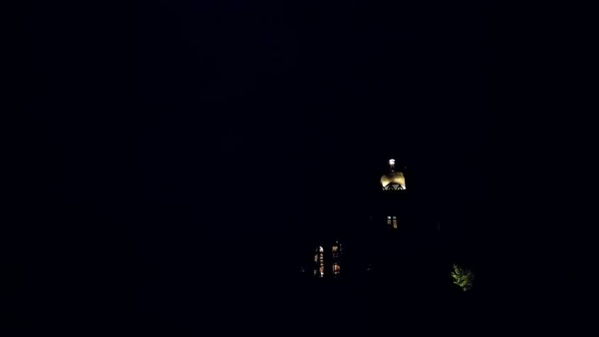 Visita notturna alla Rocchetta Mattei vista da fuori avvolta nelle tenebre