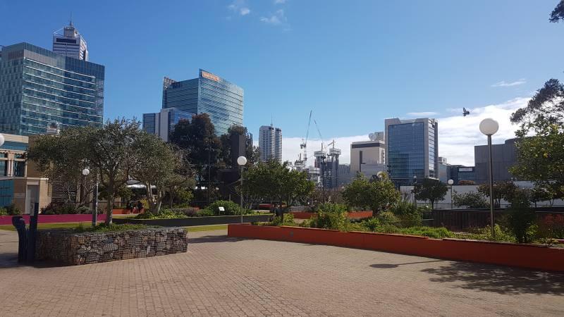 Spazio verde dell'Urban Orchard di Perth vicino ai musei