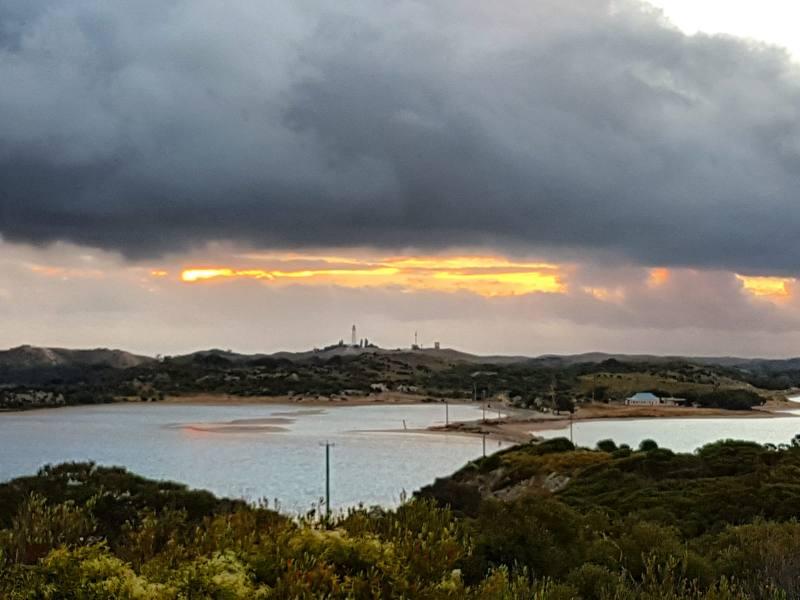 Punto panoramico Vlamingh Lookout al tramonto con vista faro di Rottnest Island