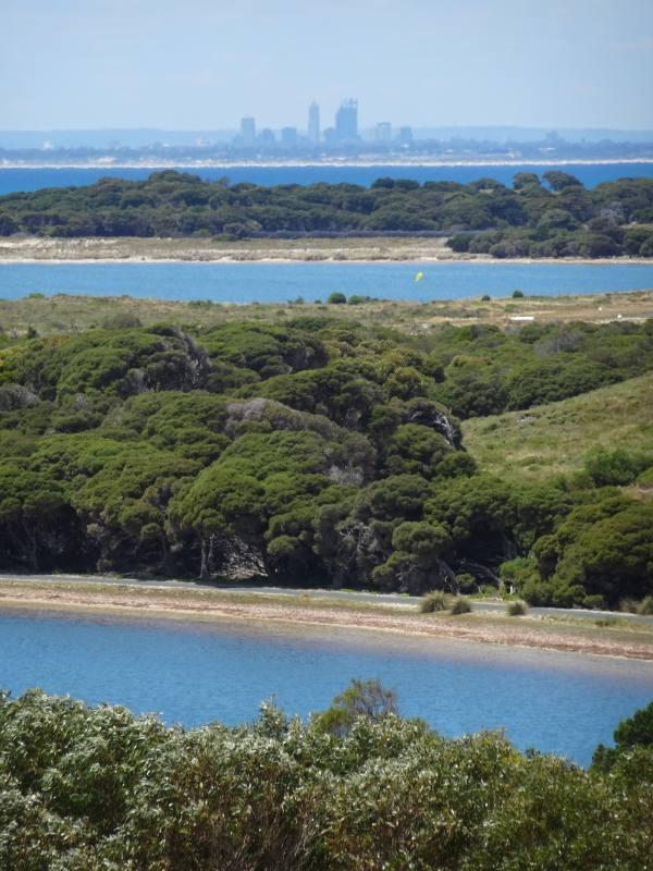 Vista panoramica da Oliver Hill Guns con vista sullo skyline di Perth