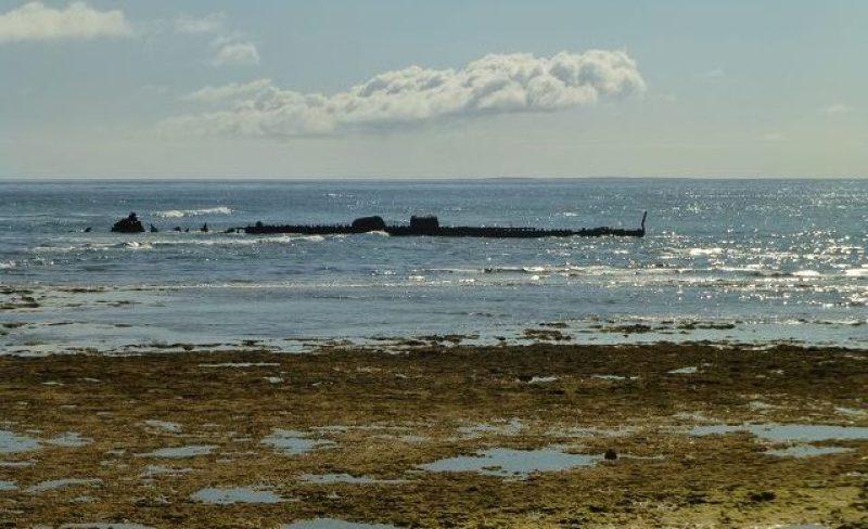 Relitto nave SS Mildura Wreck visto dalla spiaggia tra Exmouth e Cape Range in Western Australia