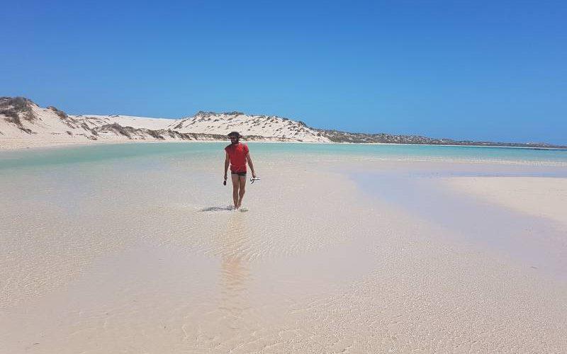 Percorso verso la spiaggia Skeleton Bay a Coral Bay in Western Australia