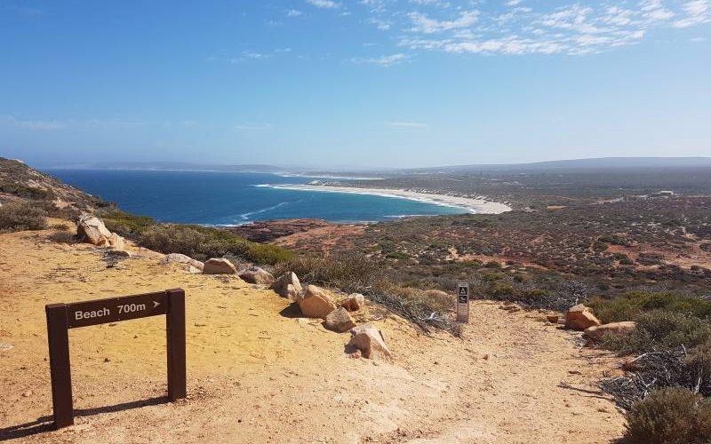 Punto panoramico Red Bluff, con il percorso per la spiaggia, dentro il Parco Nazionale Kalbarri in Western Australia