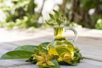 Boosts Heart Health, Moods And Energy - Ylang Ylang Essential Oils