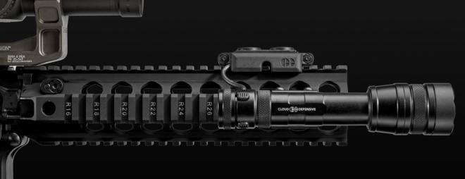REIN de Cloud Defensive – 1,400 lúmenes de luz de arma