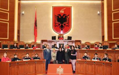Nxënësit e klasës së 5F në Parlament