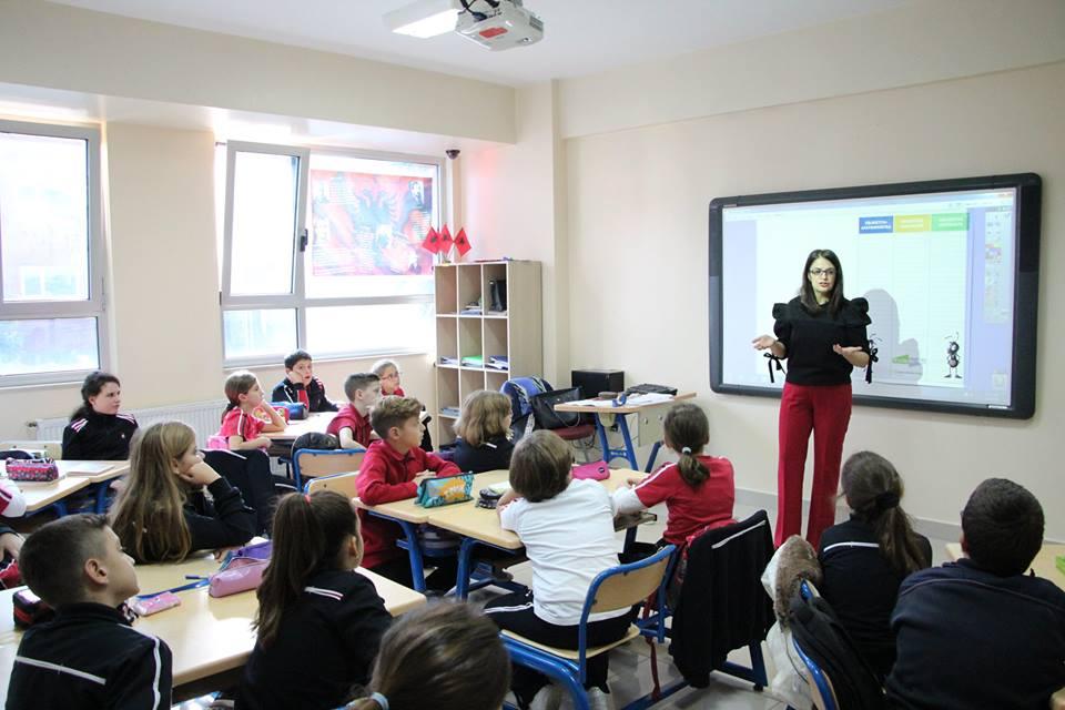 Nxënësit e klasës së 5E, në një orë mësimi të hapur me temë kursimin