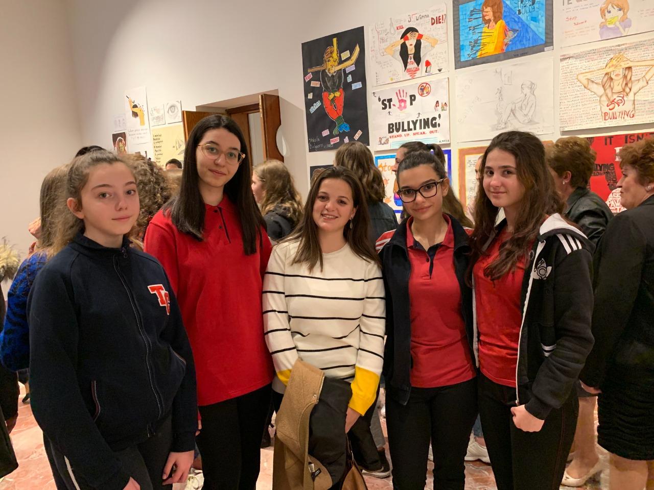 """Nxënësit tanë marrin pjesë në ekspozitën """"Një zë kundër bullizmit"""""""