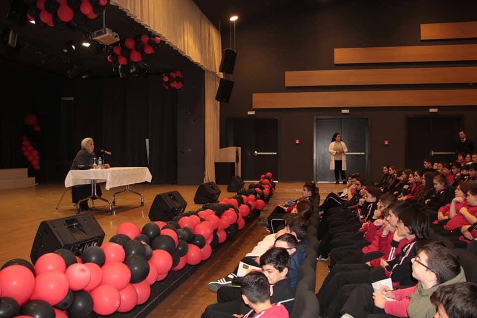 """Profesoresha e nderuar Luljeta Bozo në një bashkëbisedim me nxënësit e kolegjit """"Turgut Özal"""""""