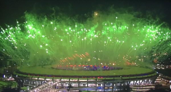 Fogos de artifício no Maracanã.