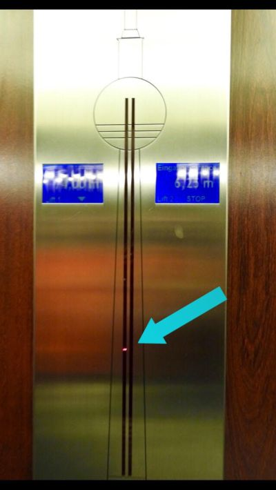 Sinal luminoso indicando onde o elevador se encontra. (Foto: Alessandra Maróstica)