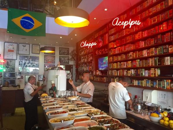 Balcão de acepipes do Elidio Bar (Foto: Alessandra Maróstica)