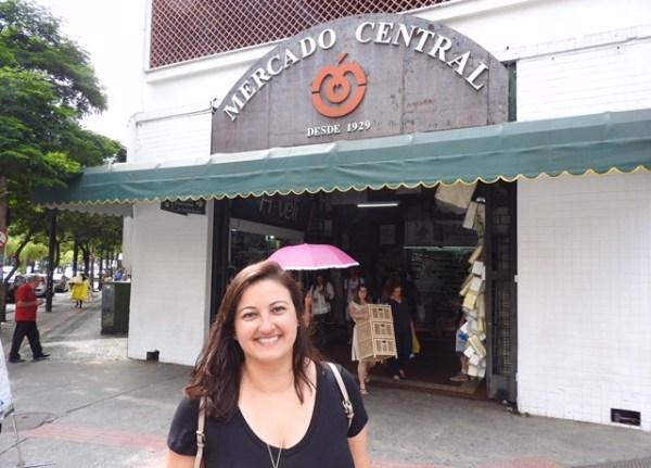 Em frete a uma das entradas do Mercado Central de BH. Foto CAFF / Blog Tirando Férias