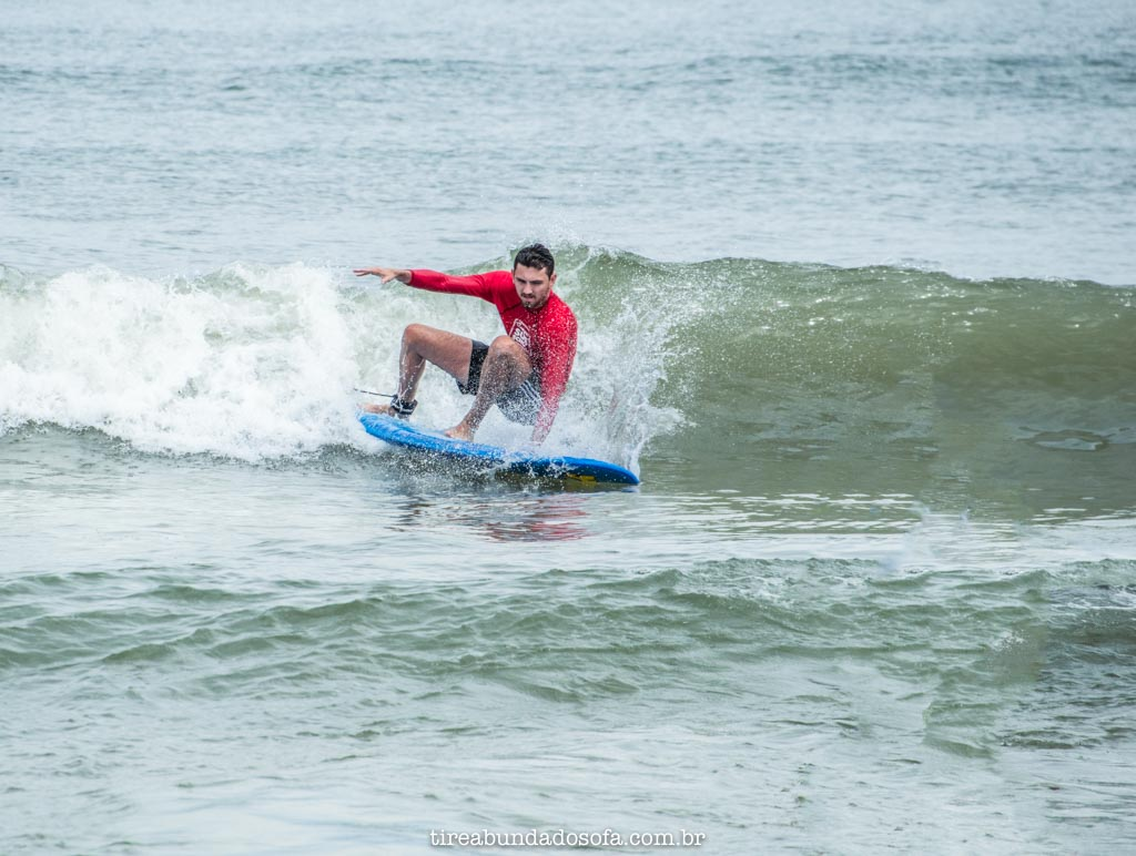 aprender a surfar na praia do campeche, em florianópolis, santa catarina