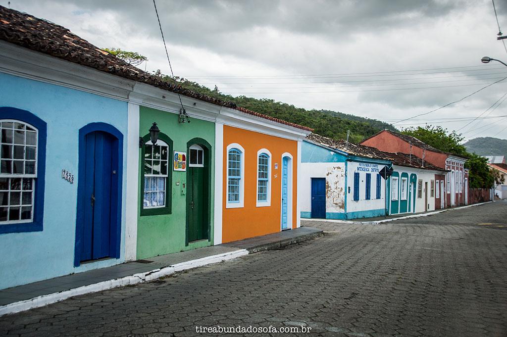casas com arquitetura típica portuguesa em Ribeirão fa Ilha