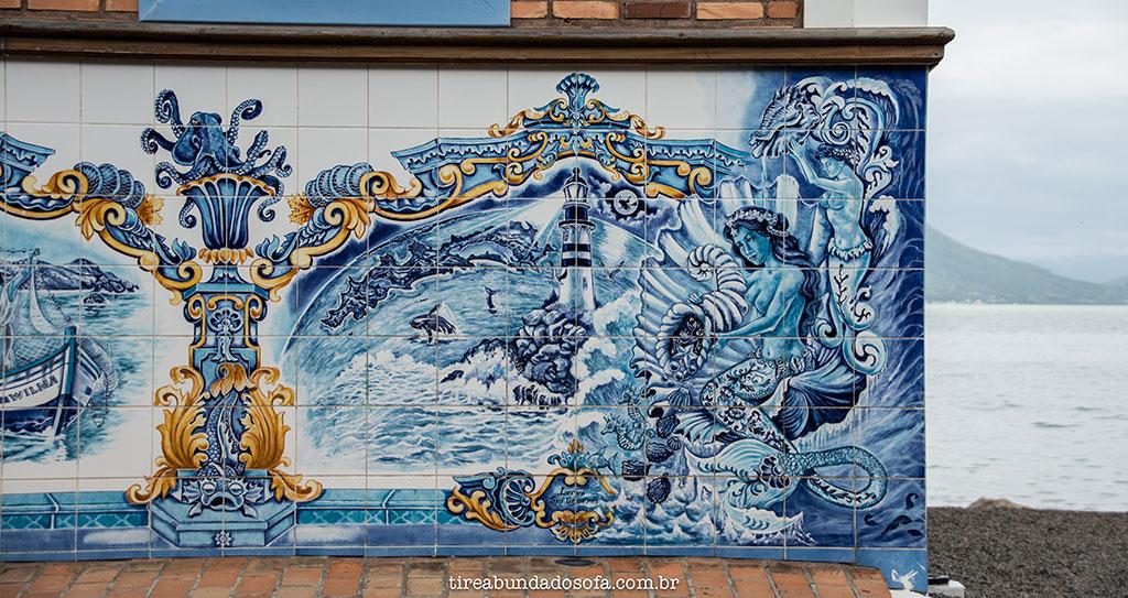 azulejo português decorando casas e restaurantes em Ribeirão da Ilha