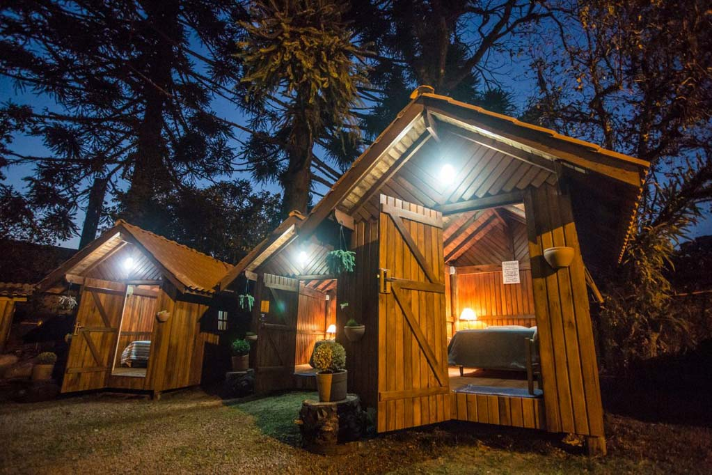 Quartos privativos do Hostel 142, em Canela, Rio Grande do Sul