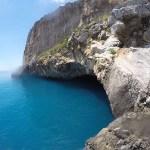 entrada para uma caverna dentro de uma ilha, praia a mare, itália