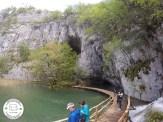 caminhos por cima da água do parque nacional Plitvice Lakes, na Croácia