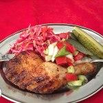 coxa de frango assada com salada, kotor, montenegro, europa