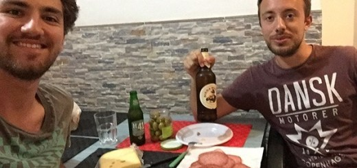 amigos comendo petiscos na itália, roma
