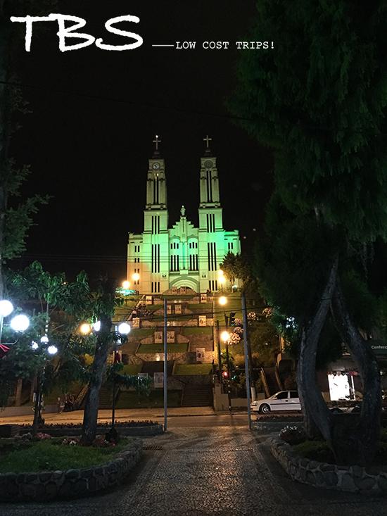 igreja matriz de são bento do sul, iluminada a noite