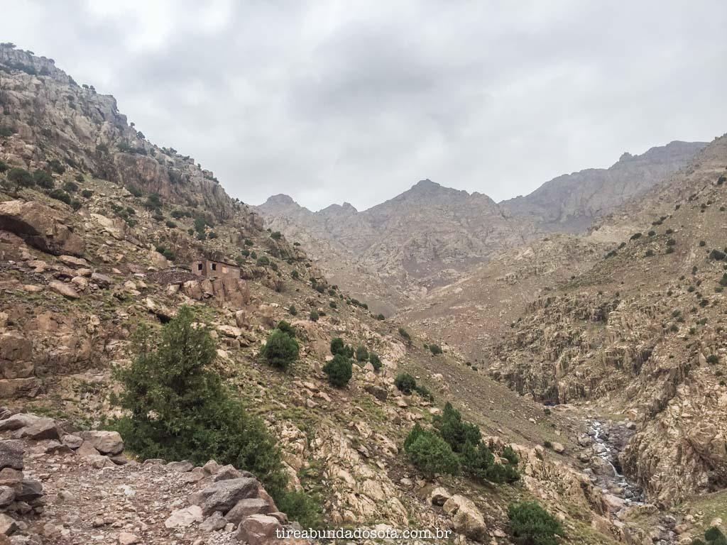 subida ao Jbel Toubkal, nas cordilheiras do atlas, no marrocos