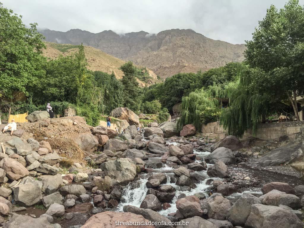Início da trilha para Jbel Toubkal, no marrocos