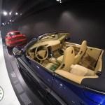 interior de carro porsche em couro bege, museu da porsche stuttgart