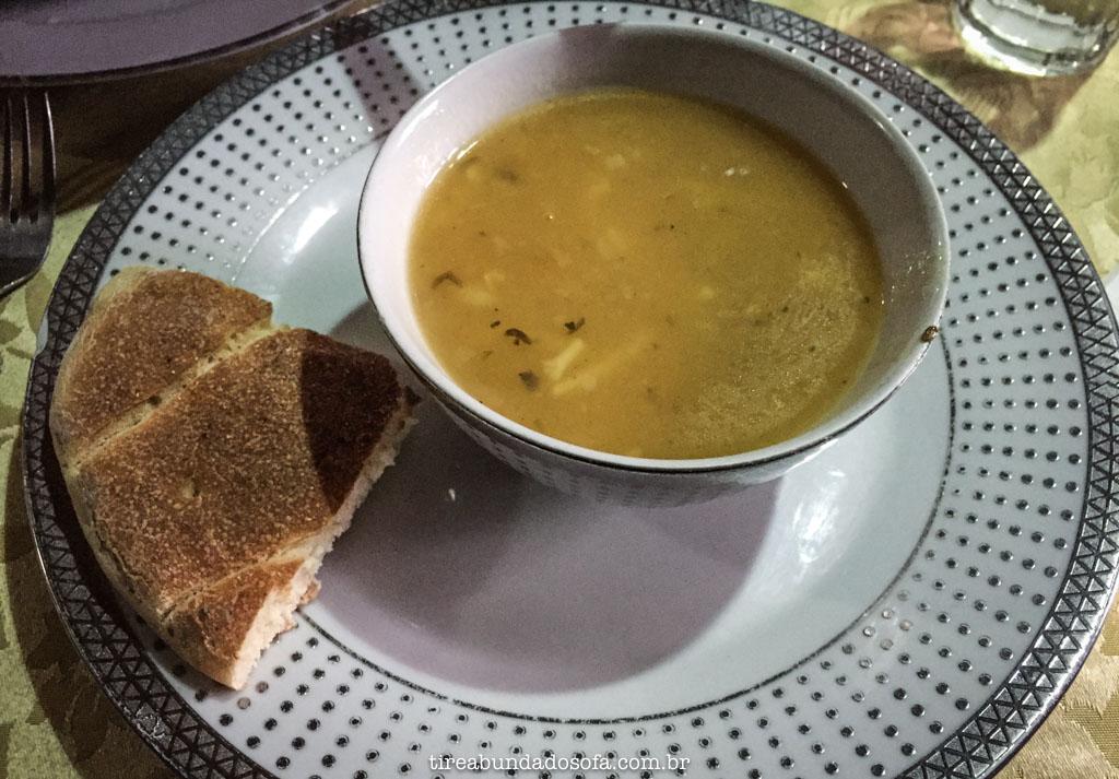sopa quente, servida no refuge du toubkal, no marrocos