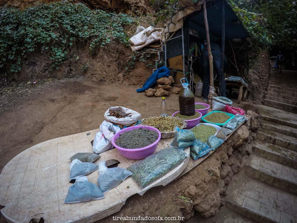 Vendinhas improvisadas, em ouzoud, no marrocos