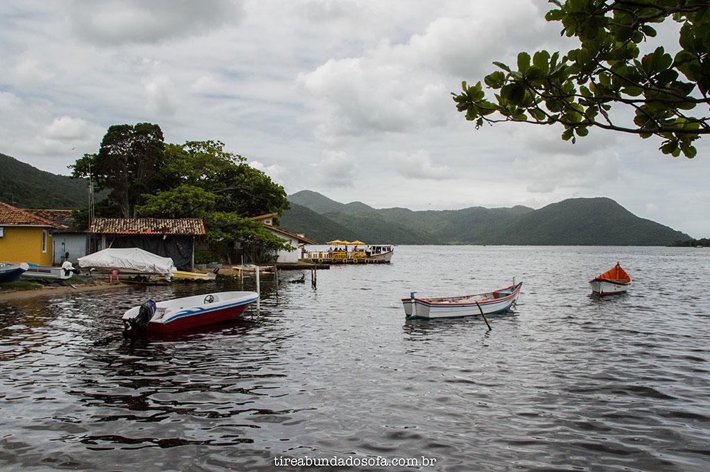 barcos no vilarejo da costa da lagoa, em florianópolis